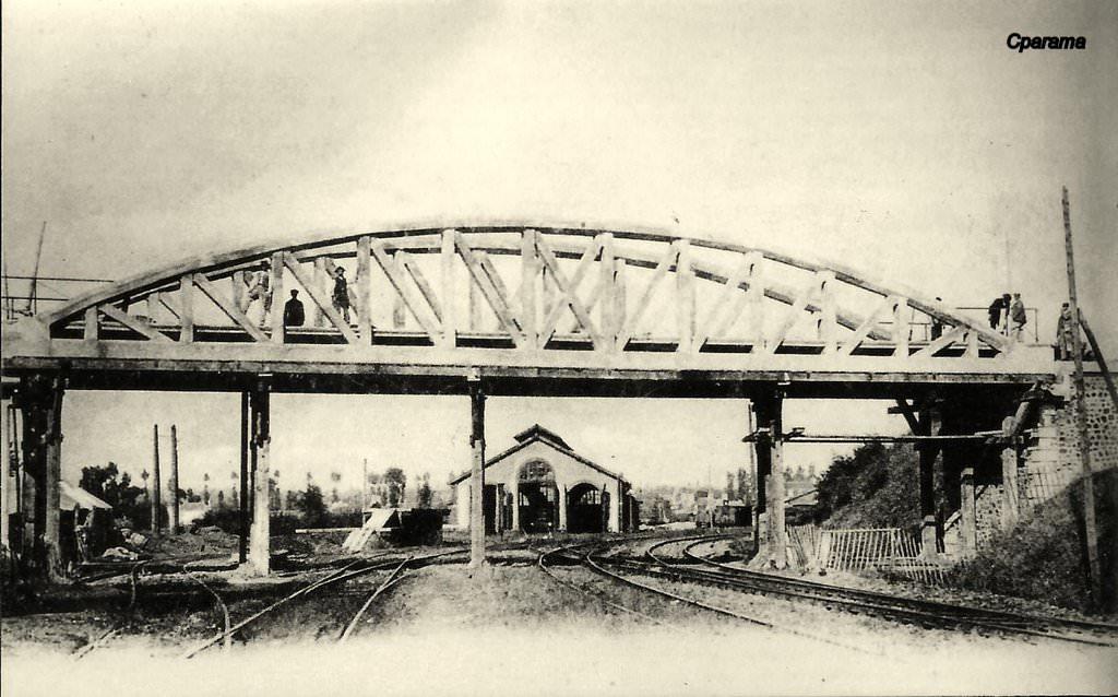 Avranches pont sur la voie normale