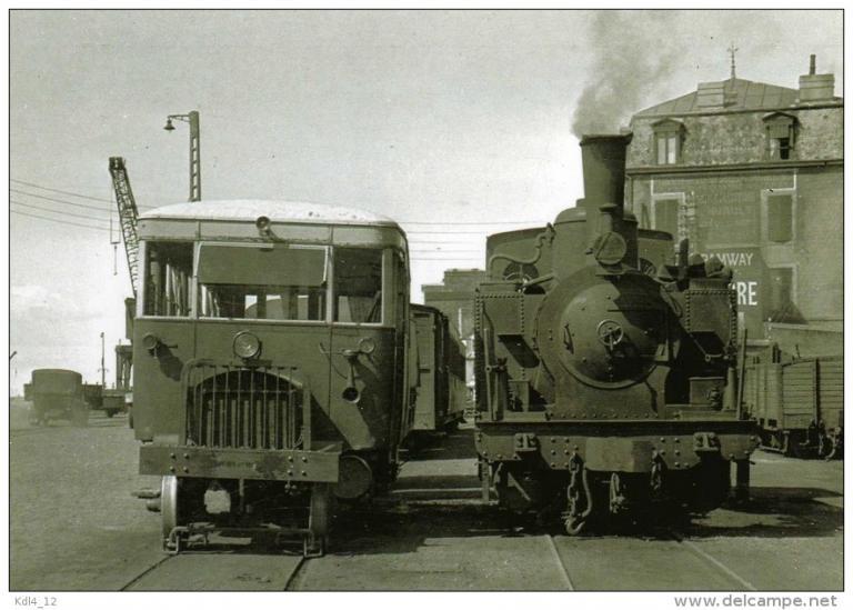 Autorail Verney typeStandard ( à gauche)
